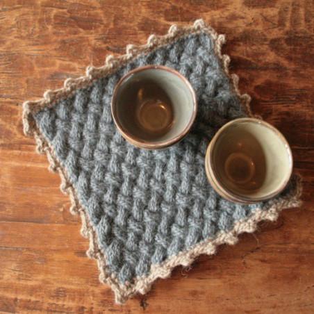Onderzetter in mandenvlechterssteek breipatroon