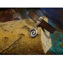 Armband van faux leer met zilveren koru bedeltje