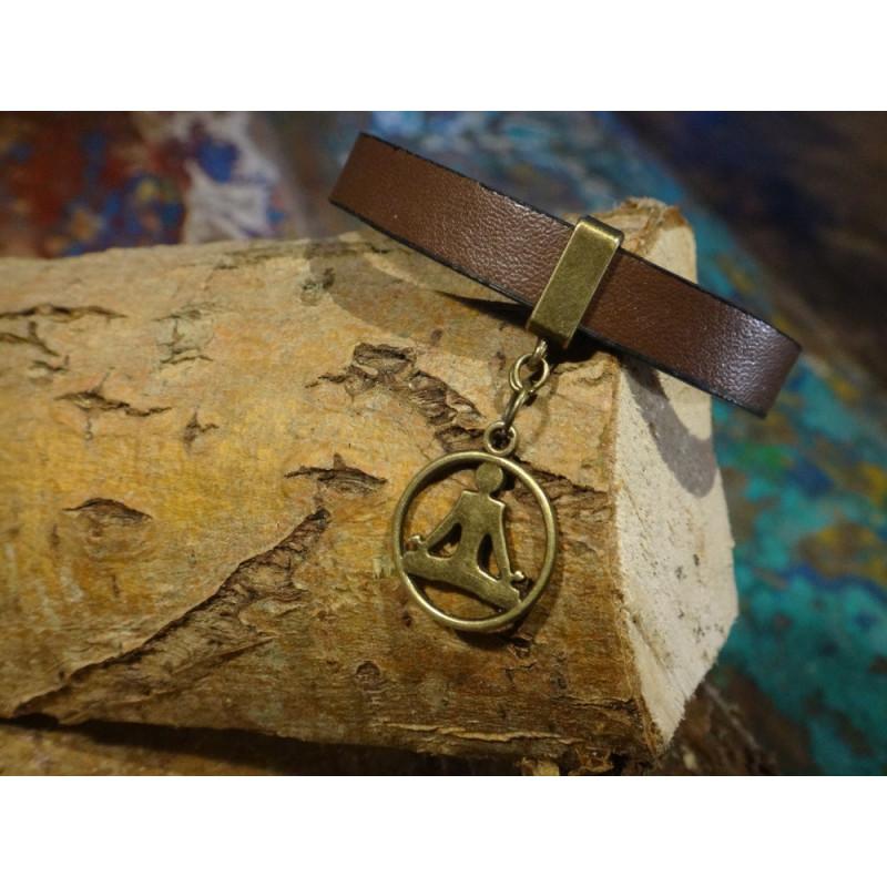 Armband van faux leer met bronzen zen bedeltje